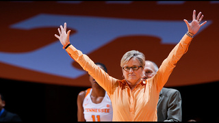 Warlick wins 100th game as Lady Vols...