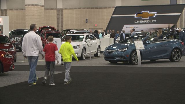 knoxville news sentinel auto show wraps up. Black Bedroom Furniture Sets. Home Design Ideas
