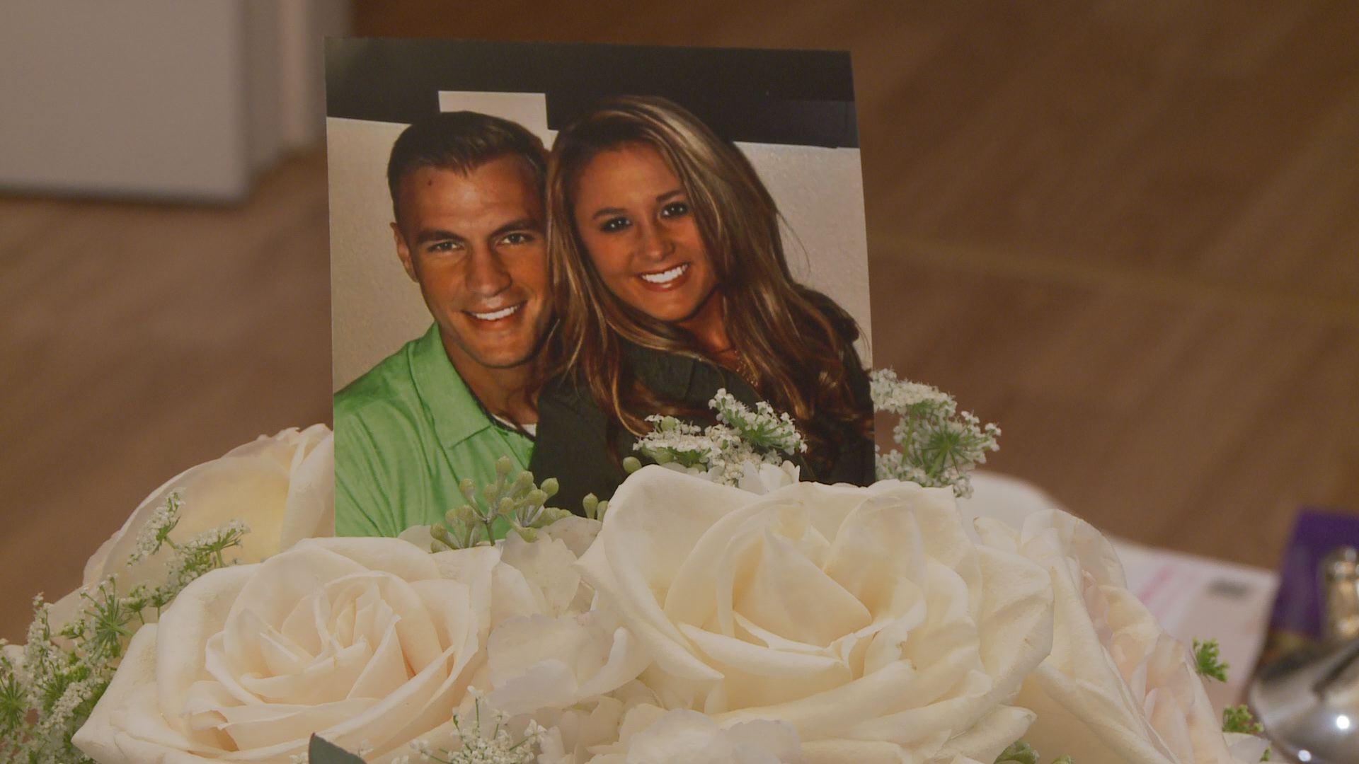 Surprise Wedding Gift For Groom : Vendors surprise bride, groom battling leukemia with free wedding ...