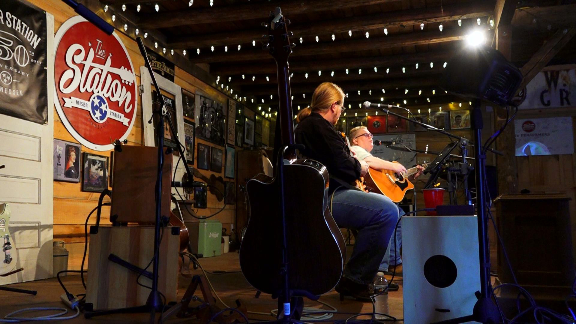 The station turns old house into americana for Classic house radio station