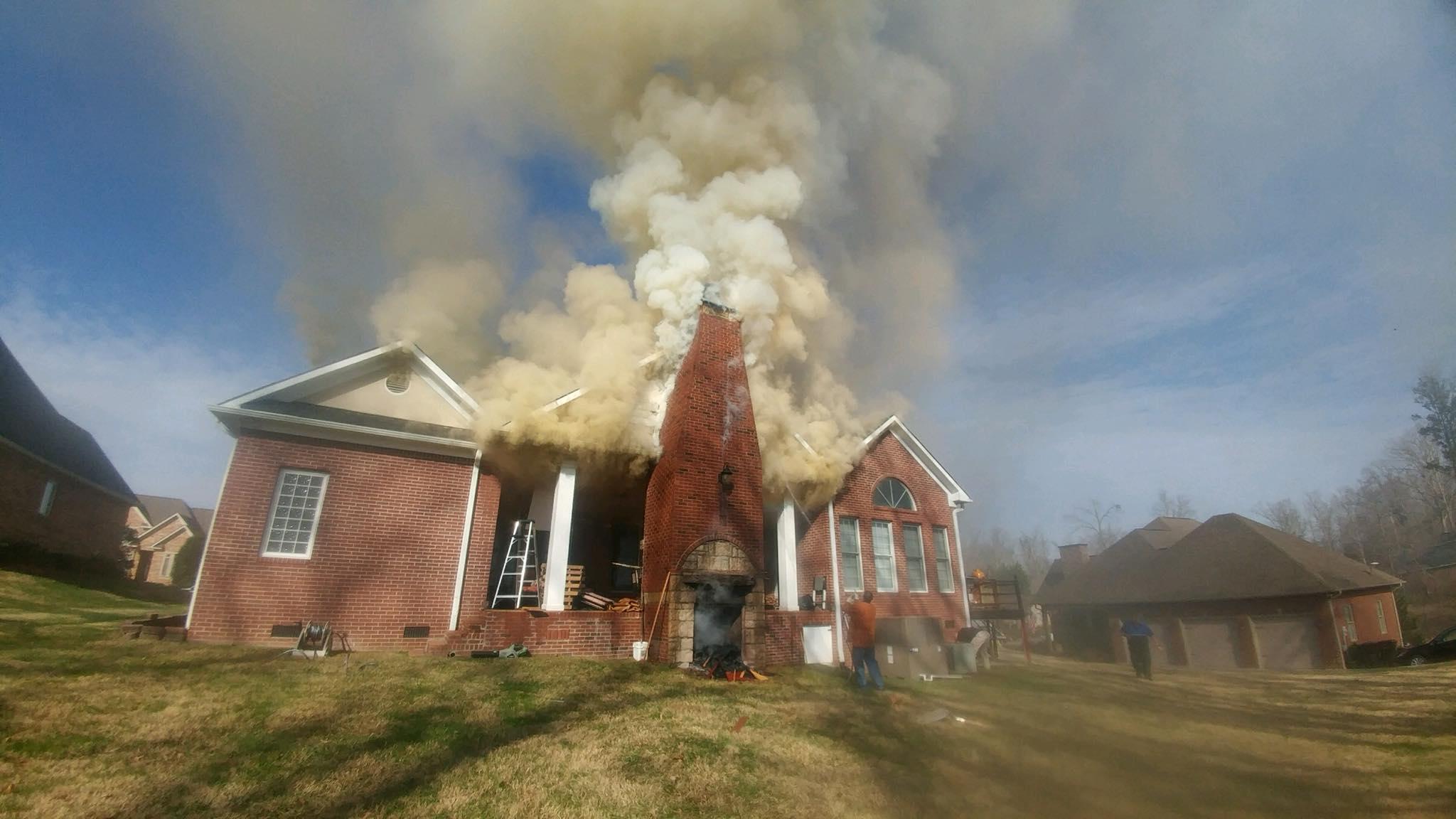 Wbir Com Crews Fight House Fire On Oak Chase Blvd In Lenoir City